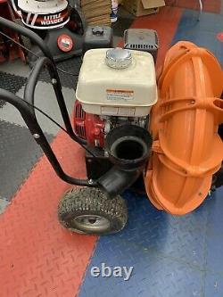 Billy Goat Gas Walk Usagé Derrière Le Parking Lot & Leaf Blower Honda Power 9hp Moteur